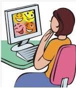Flicka 2 vid dator